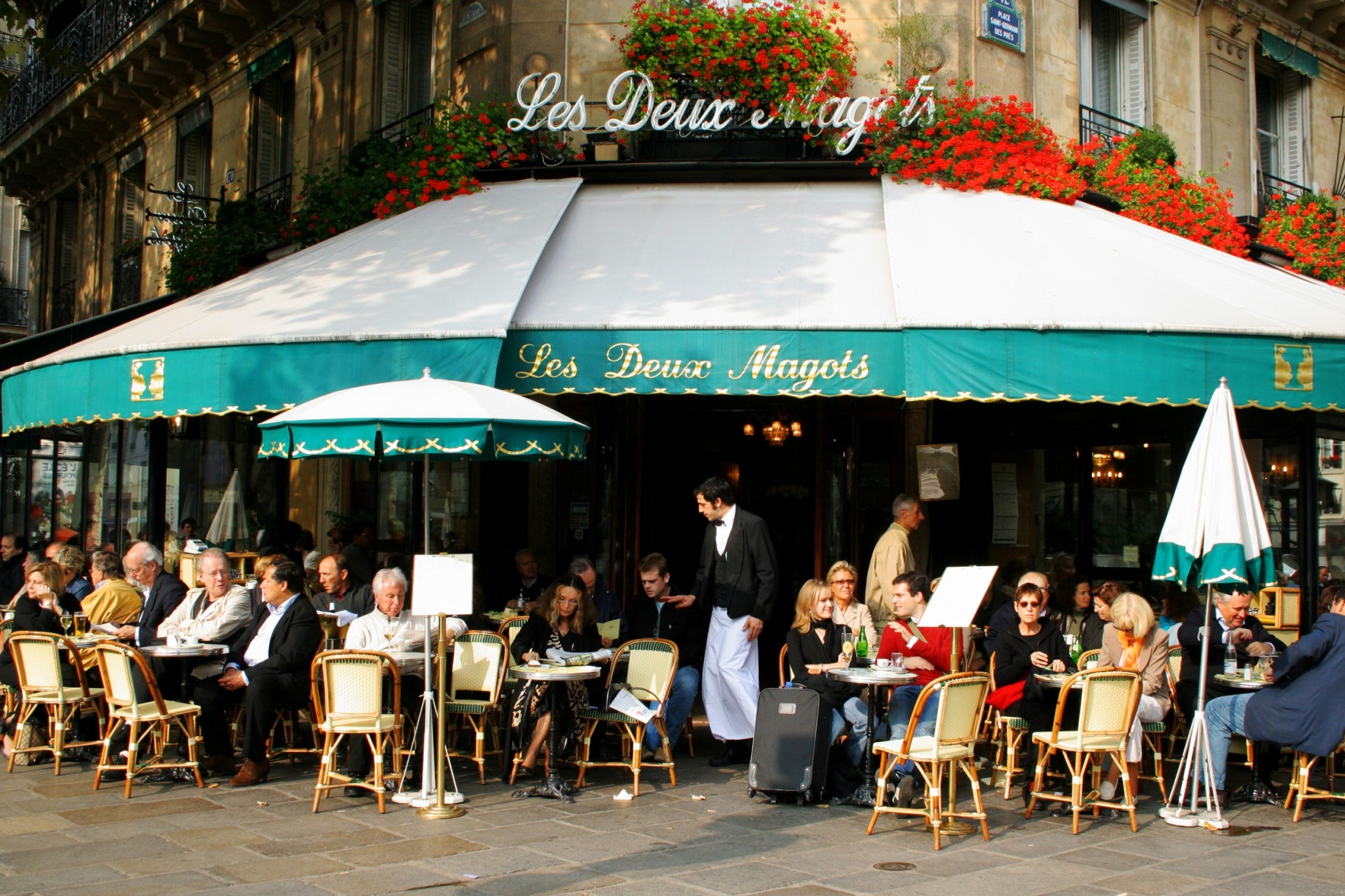 paris cafe scene