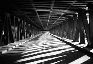 tunnel-bw (Alex Strehl)