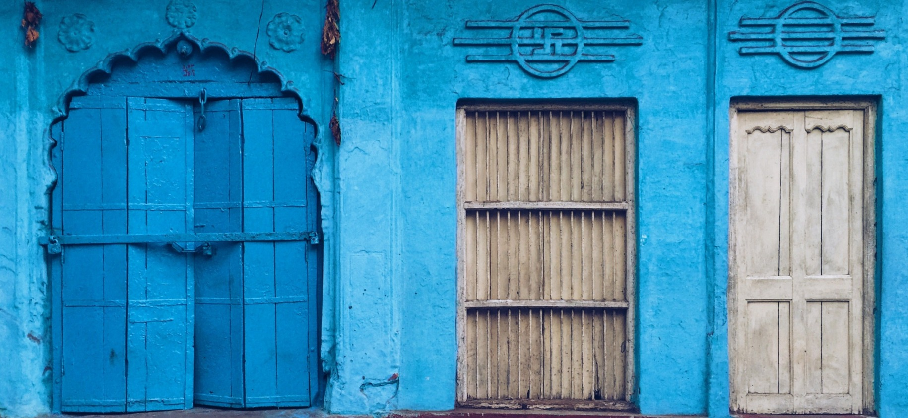 A wash of blue in Varanasi. Photo (and all photos in this post) by Divyakshi Gupta.