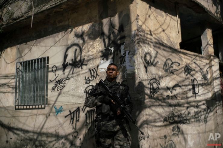 In Rio's Slums, Gangs, Drugs, Murders Carry the Day — Discover - NORTH INDIA KALEIDOSCOPE